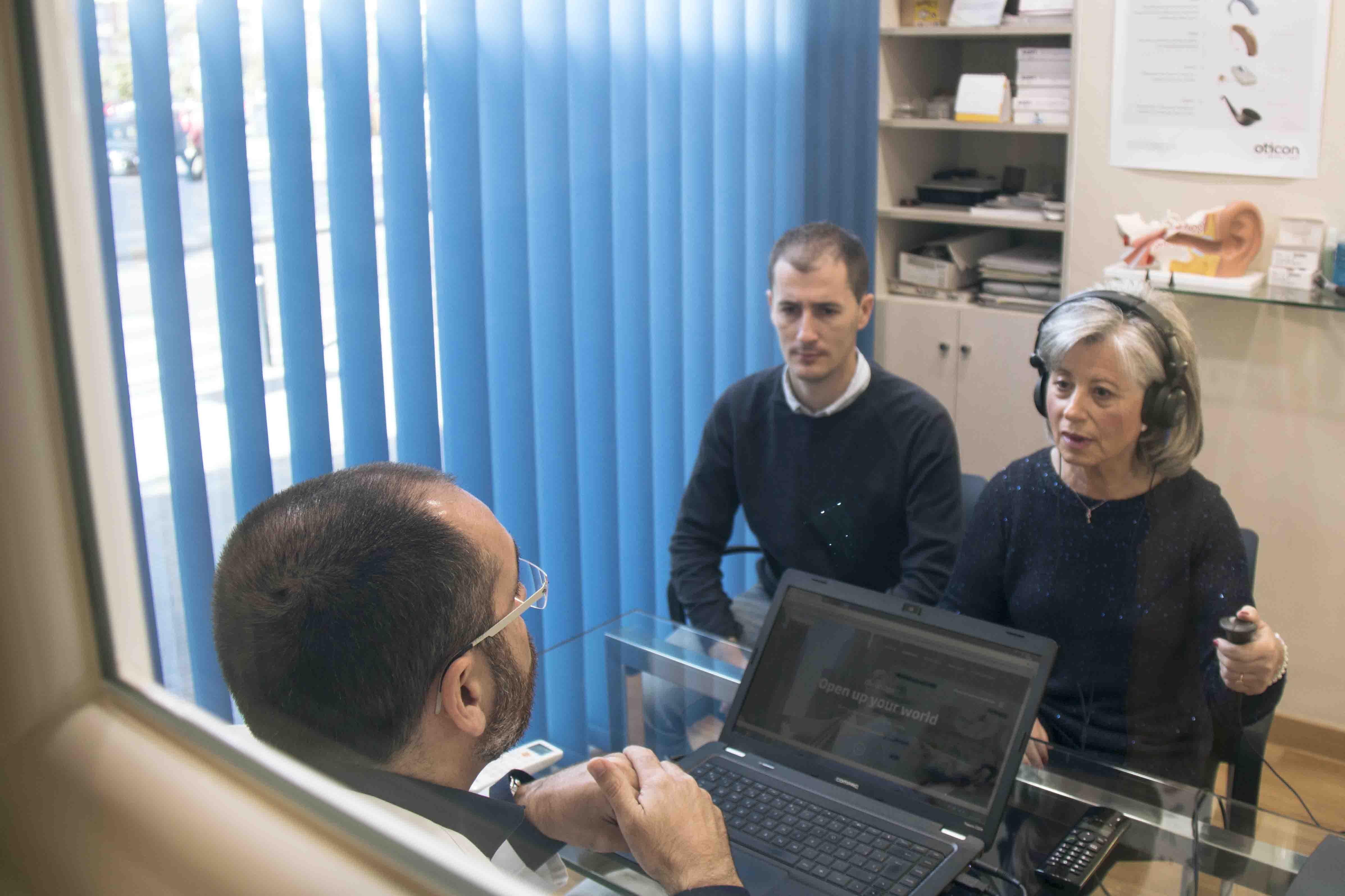 Paciente en Centro Auditivo Zoco